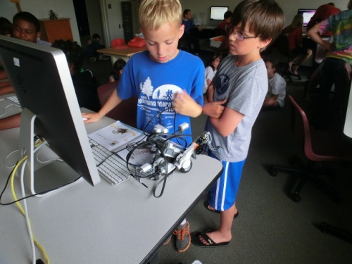 Chadron students learning computer skills.