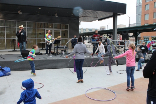 The String Beans entertain the crowd.