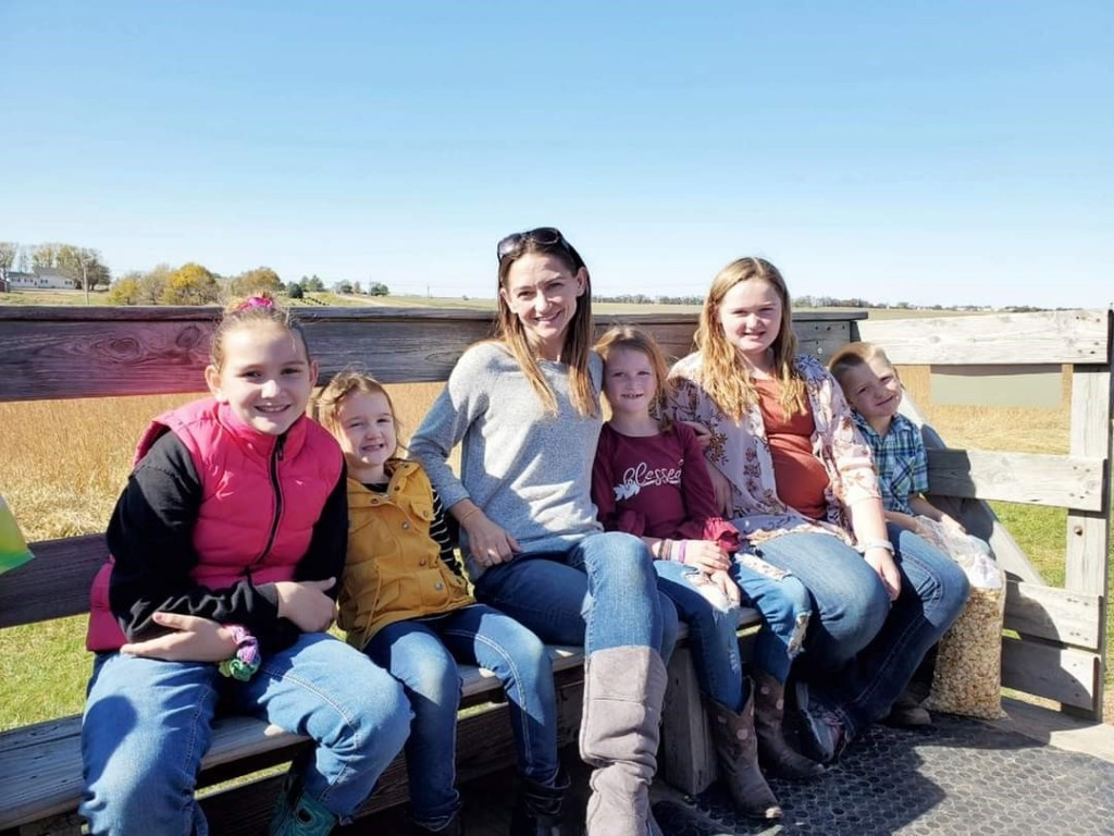 Here's Sami and all five of her kiddos!
